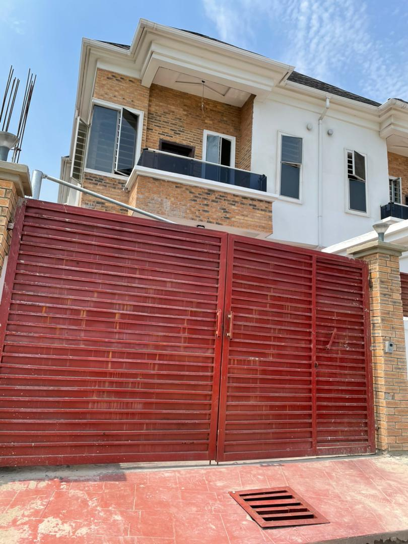 Magnificent 4 bedroom semi detached with a bq @ Lekky county homes