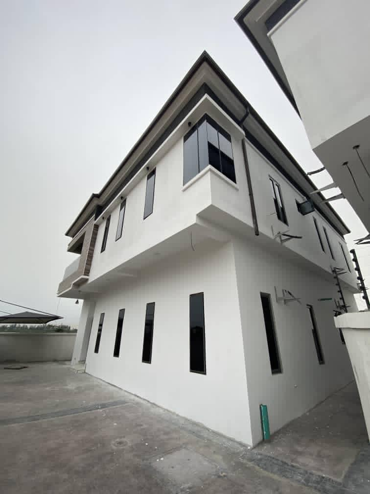 Fully detached 4bedroom with a bq at Chevron. Governors consent